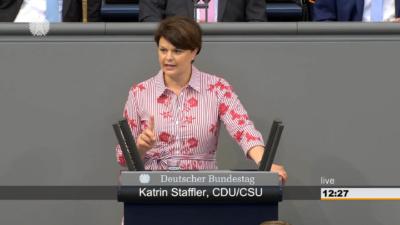Katrin Staffler bei der Rede im Plenarsaal des Deutschen Bundestags